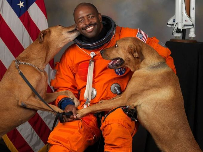 NASA-astronaut-Leland-D-Melvin-with-his-dogs-Jake-and-Scout-thumb-560x448